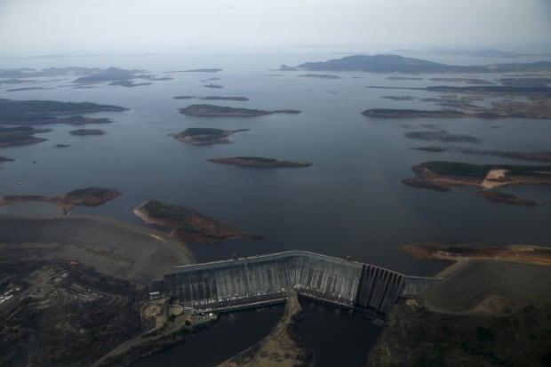 VENEZUELA-ENERGY crisis drought behind the guri dam april 12 2016
