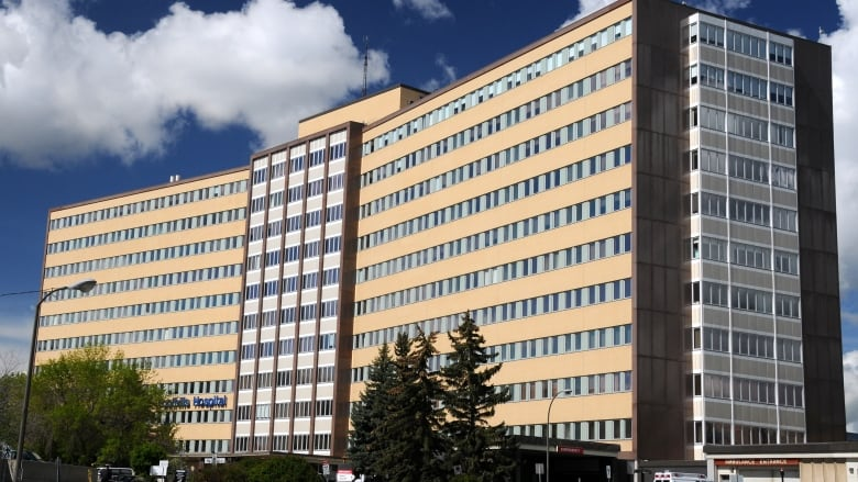 Third patient dies in Foothills Hospital outbreaks, 114 staff members isolated