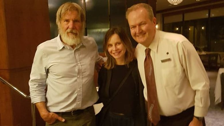 Harrison Ford, Calista Flockhart spotted eating scrunchions