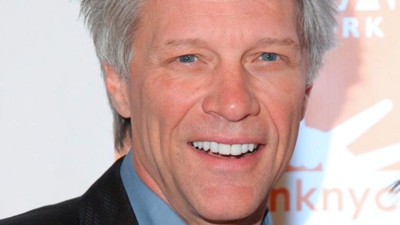 Jon Bon Jovi Reluctantly Sings Livin On A Prayer At Wedding