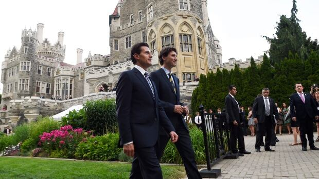 Prime Minister Justin Trudeau and Mexican President Enrique Pena Nieto talk as they walk to a dinner at Casa Loma in Toronto on Monday. The two leaders first met at the G20 summit in Antalya, Turkey, last fall.