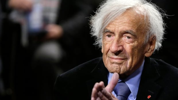 Elie Wiesel is seen before participating in a roundtable discussion on Capitol Hill in Washington on March 2, 2015.