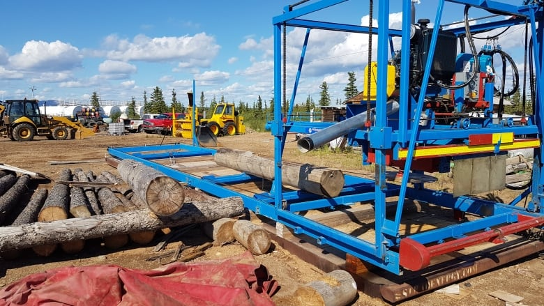 Colville Lake buys sawmill to build its own log homes | CBC News