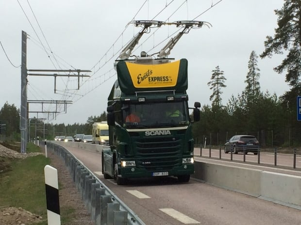 Truck with pantograph on Highway E16