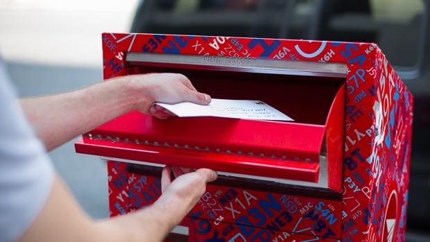 Courier van carrying government mail stolen in Red Deer