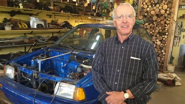This Quebec Teacher S Retirement Project Building His Own