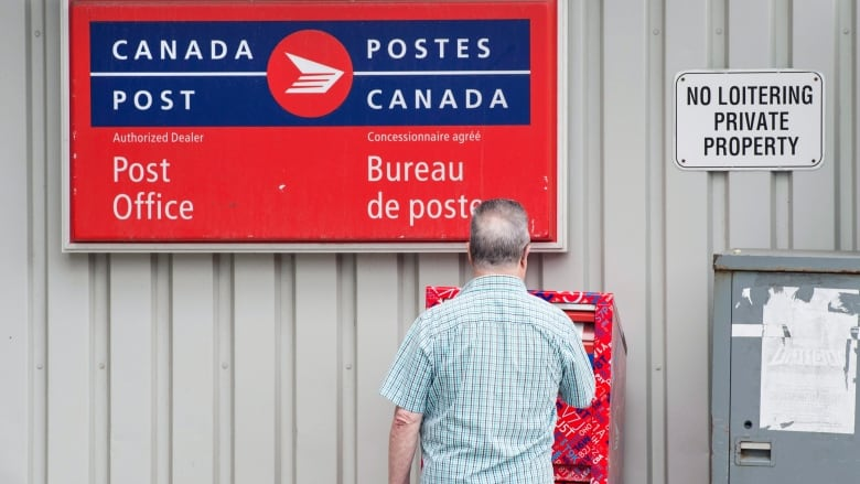Banks say there's no need for Canada Post to open the teller