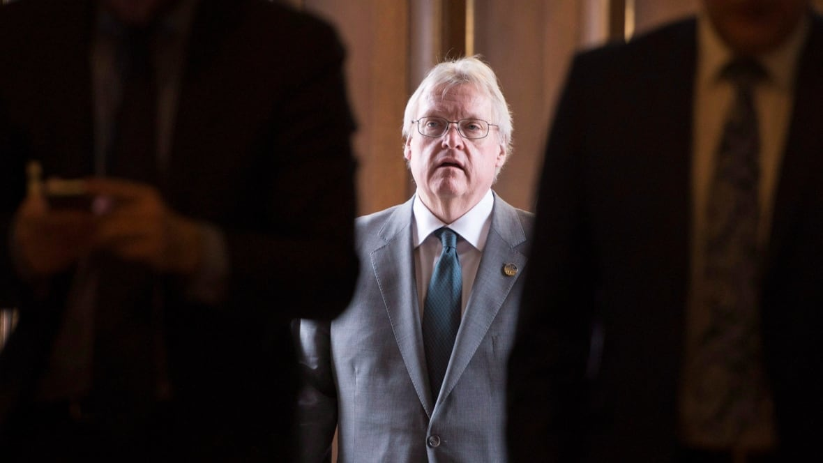 Fed up with combative Gaétan Barrette, medical specialists want new bargaining partner