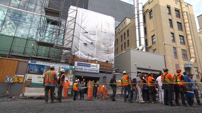 Work to resume on new CHUM hospital after heat causes day