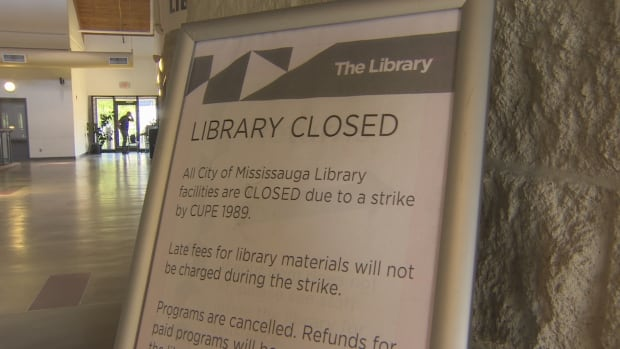 Mississauga's libraries were closed earlier this month after library workers walked off the job. The city announced a tentative agreement Thursday night.