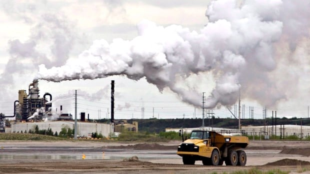 The NDP government's plan to cap oilsands emissions on future development will cost the economy too much relative to the environmental benefit it could achieve, according to a new report from the Fraser Institute.