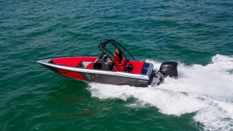 World's first fully carbon fibre boat has Thunder Bay roots