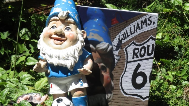 Stolen Gnome Travels The World