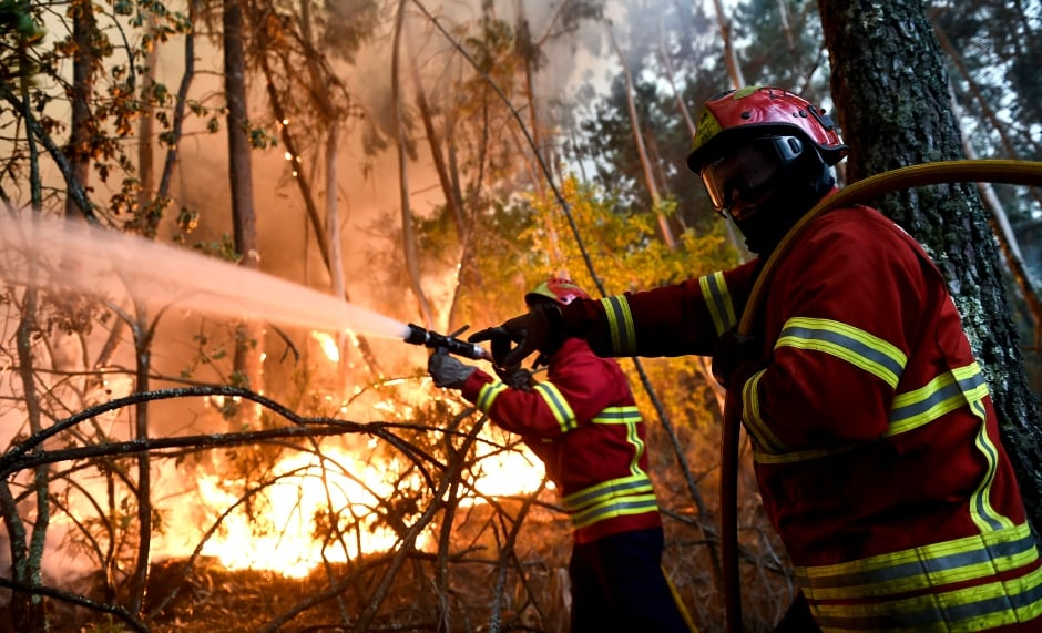 PORTUGAL VISEU FOREST FIRE Firefighters try to contain blaze