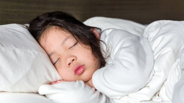 New parents quickly learn that 'sleeping like a baby' usually means screaming at 3 a.m.  A new course will help parents turn that into children who sleep in peace.