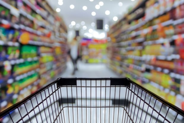 Shopping cart in grocery store - 307151810