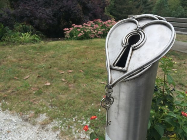 love locks sculpture