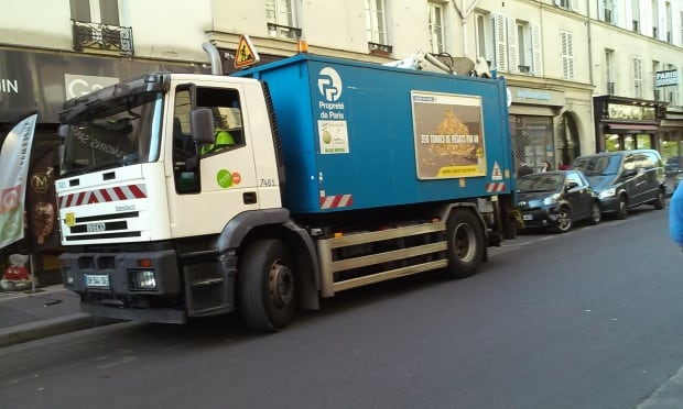 Paris garbage truck with side guards