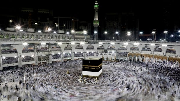 pilgrimage to mecca essay This essay hajj - the process and other  (the acts above are also performed in the smaller pilgrimage,  most hajjiyys arrive in mecca a few days before.