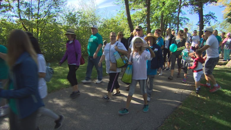 Sask Pair Affected By Ovarian Cancer Raise 19k For Walk Cbc News