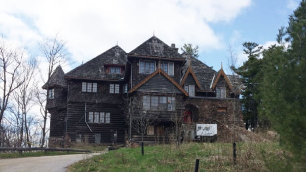 derelict meech lake landmark o 39 brien house to get new life as boutique hotel cbc news. Black Bedroom Furniture Sets. Home Design Ideas