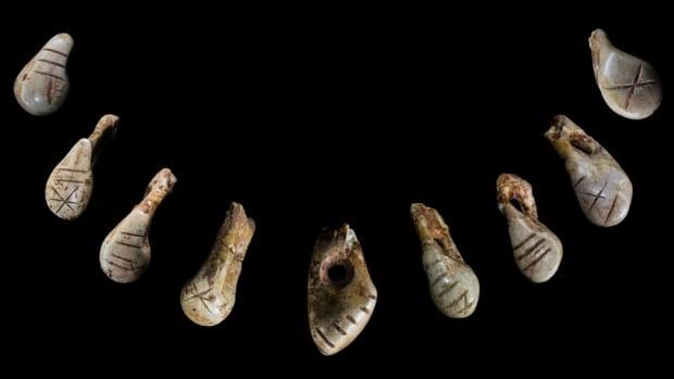 First Signs - St. Germain-la-Rivière teeth