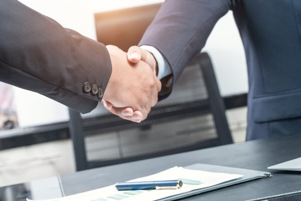 Business people shaking hands - 446565871