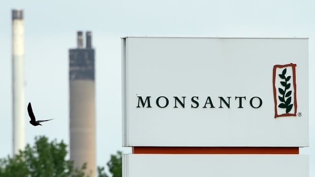 Monsanto is under fire for what one researcher calls a 'Machiavellian' campaign to recruit academics to speak for the company.