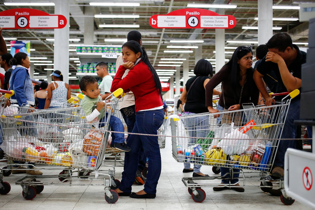 long line at supermarket checkout