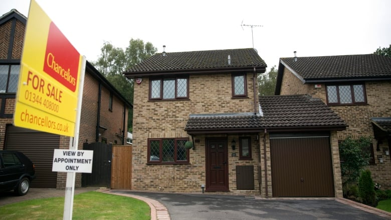 Harry Potter's house: real-life 4 Privet Drive for sale ...