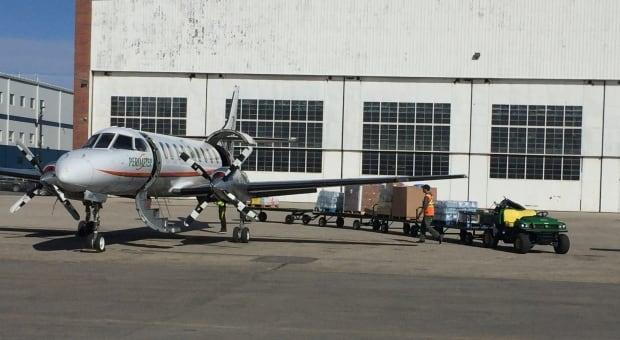 Perimeter Aviation food shipment to Shamattawa