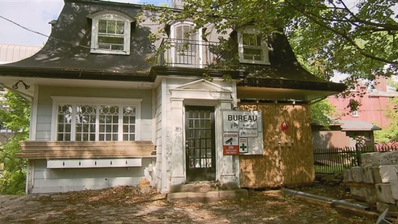 Shape up or lose your property, Quebec City tells owners of ... on houses in espanola, houses in stoneham, houses in prince edward island, houses in catania, houses in st. petersburg, houses in grande prairie, houses in syracuse, houses in new amsterdam, houses in hanoi, houses in izmir, houses in tallinn, houses in valparaiso, houses in markham, houses in bridgetown, houses in trenton, houses in iqaluit, houses in ogdensburg, houses in salvador, houses in northwest territories, houses in old montreal,