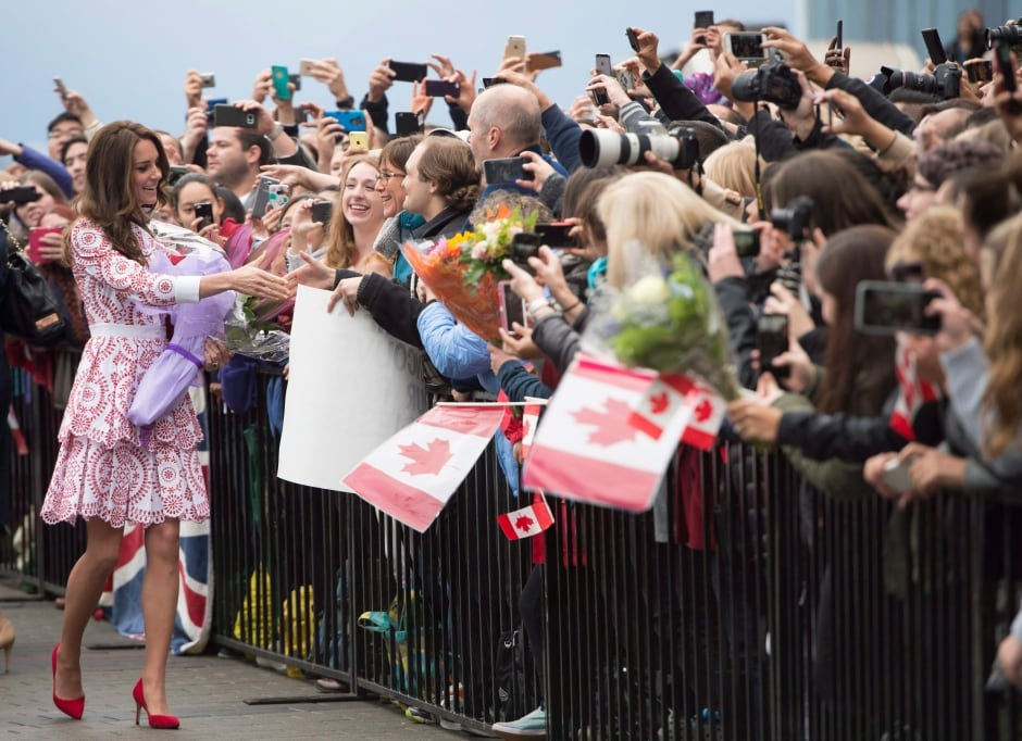 Royal Visit 20160925 Kate greets crowd in Vancouver Sept 25 2016