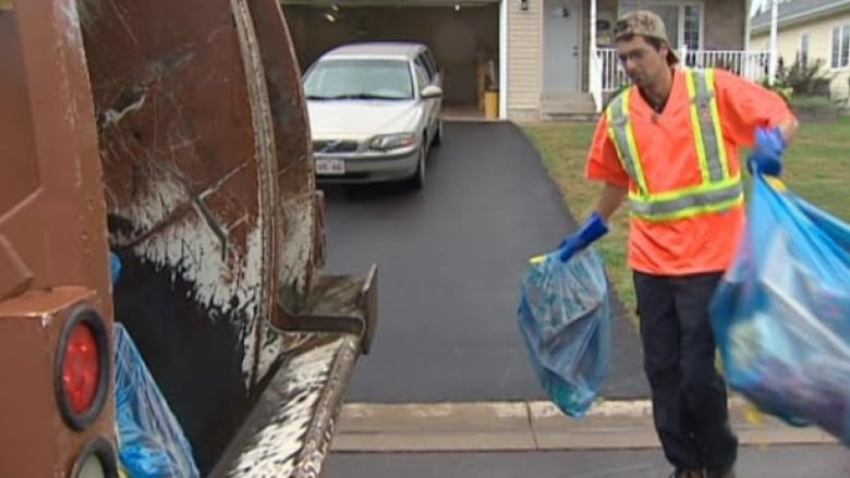 waterloo region sets new 2017 biweekly garbage pickup toronto resident catches private garbage collector mixing