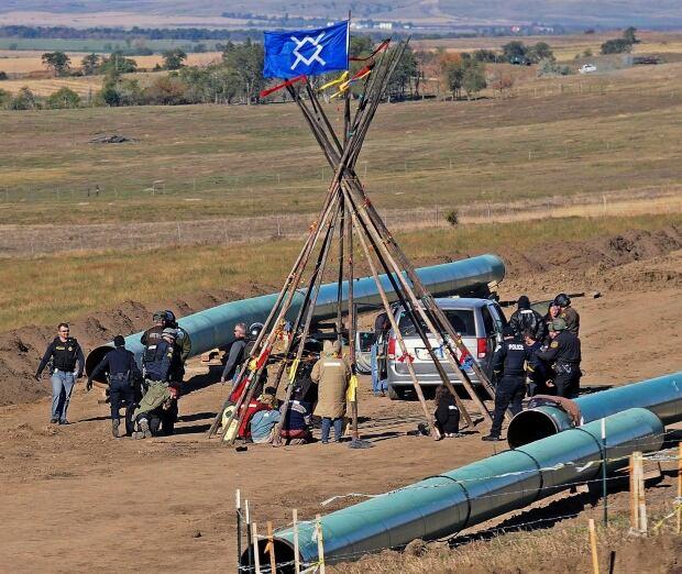 APTOPIX Oil Pipeline