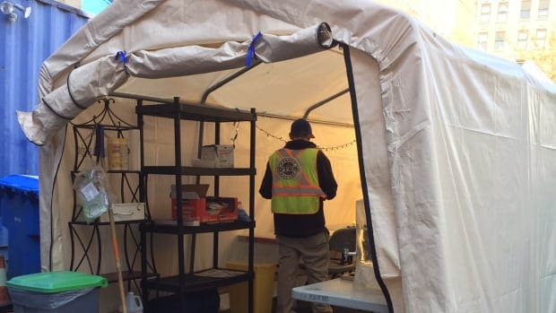 The pop-up harm reduction site averages 110 injections a day. & Pop-up supervised injection tent in Downtown Eastside sees steady ...