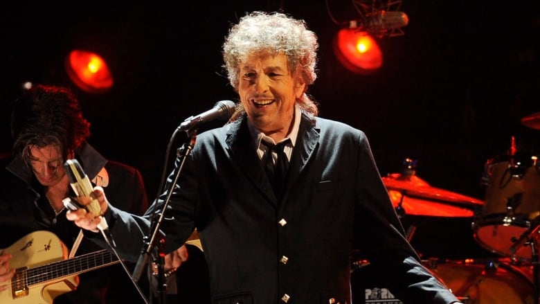 Bob Dylan stays mum after Nobel announcement | CBC Radio