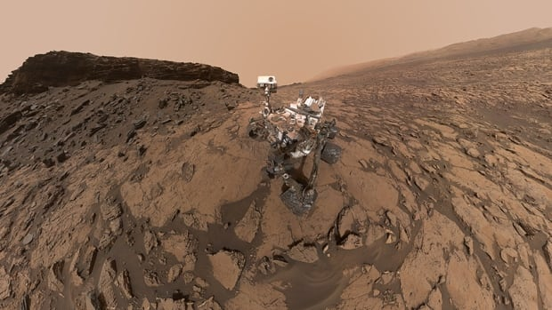 Generation Mars - Curiosity-Murray-Buttes-selfie