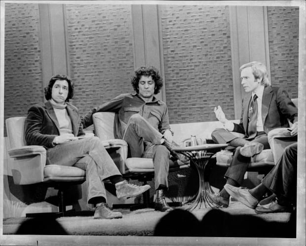 Tom Hayden, left, is shown with fellow defendant Abbie Hoffman in an appearance on Dick Cavett's talk show in 1974. (Jerry Engel/New York Post ...