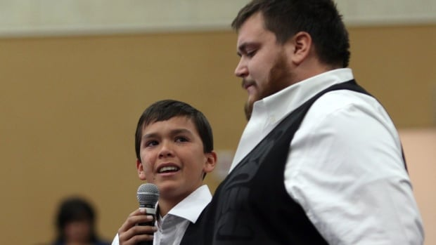 Hjalmer Wenstob listens to Ucluelet Secondary Grade 8 student Tim Masso, 13, at the Assembly of First Nations' annual general meeting at the Songhees Wellness Centre in Victoria, B.C. Monday, October 24, 2016.  Masso shed tears while talking about teaching First Nations' language to his fellow classmates and about segregation at his school