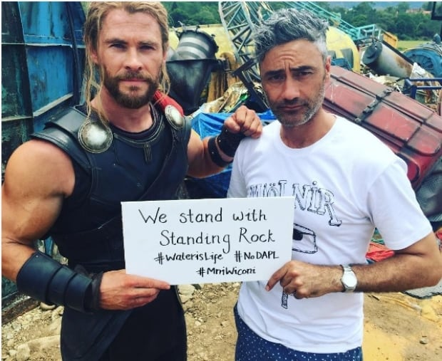 Taika Waititi and Chris Hemsworth