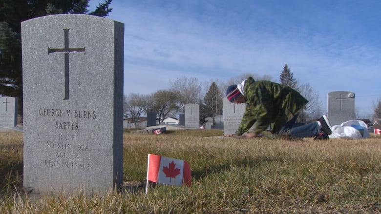 Volunteers join man's mission to clean all 300 veterans' graves in Alberta cemetery Eric-dahl