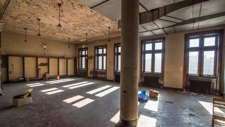 A photo of the interior of a now-unused apartment within the Fort Washington branch of the New York Public Library.