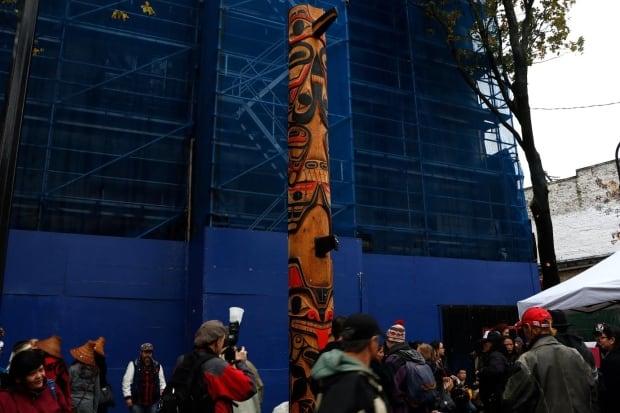 Survivor Tote pole Vancouver wide shot