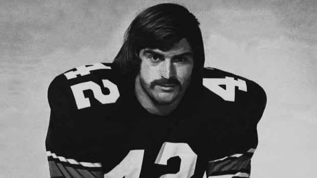 Before his career at the CBC, Bob McKeown was a Grey Cup champion offensive lineman with the Ottawa Rough Riders in the 1970s.