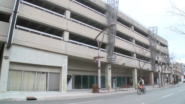 The Downtown Windsor Business Improvement Association says the city should rethink its decision to eliminate the one-hour of free parking in city-owned garages.