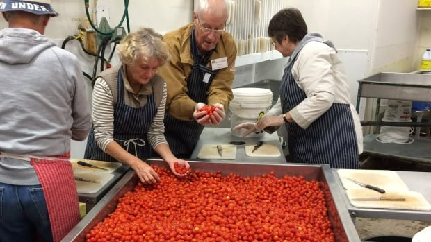 beta news canada british columbia justice blemished fruit some companies fighting global food waste