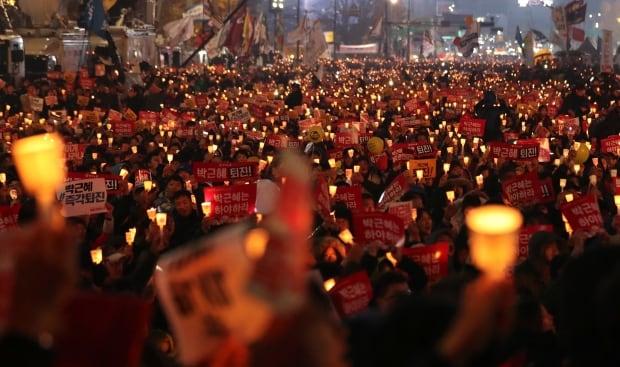 S. Korean prosecutors indict secretive confidante of Park