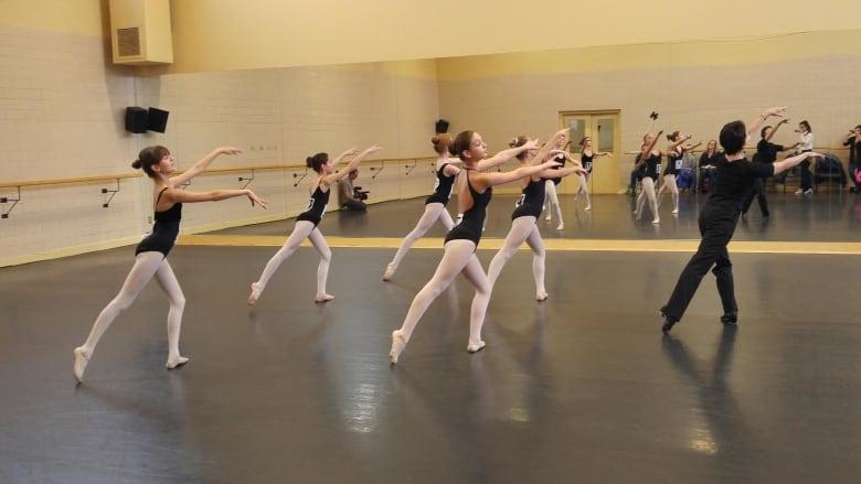 4 dancers still standing after National Ballet School tryout | CBC News