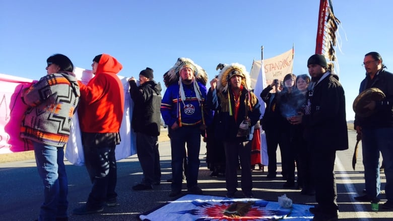 Chiefs gather at dakota tipi first nation to show solidarity with standing rock manitoba cbc - Verriere dak ...